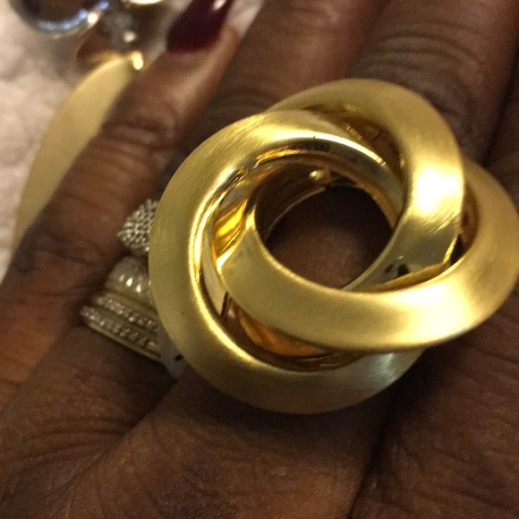 Jewelry - Yellow Gold plated round ring